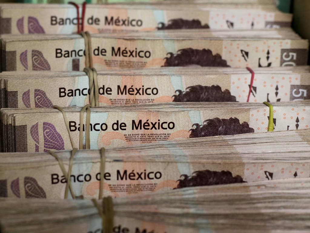 Mexican peso drops 1pc as rally in dollar, US bond yields weigh