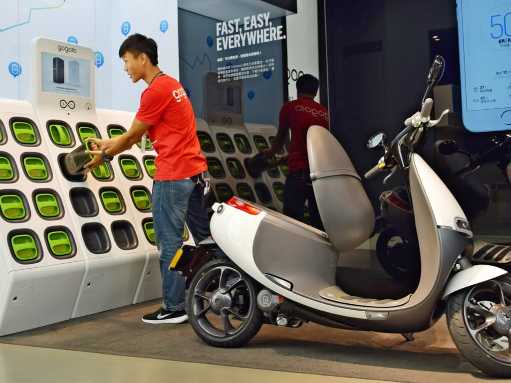 Piaggio, KTM, Honda and Yamaha to create swappable batteries consortium -  Technology - Business Recorder