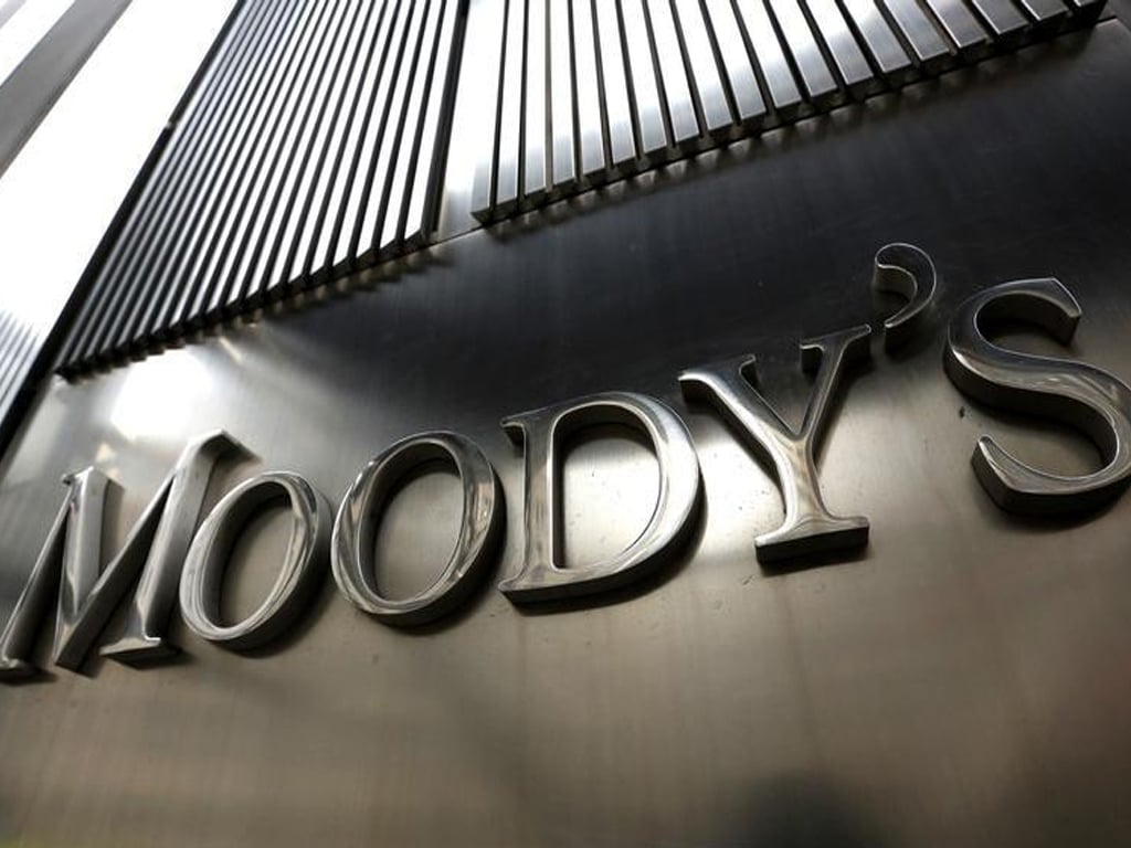 Moody's sees no fast improvement to UK budget position