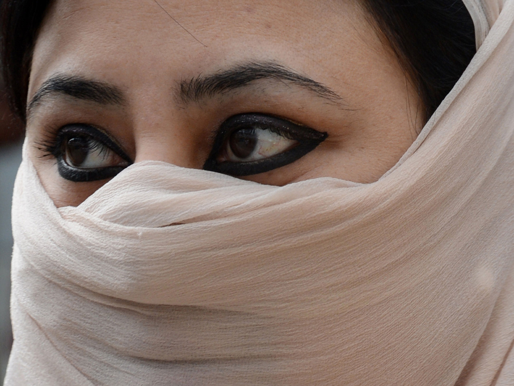 Swiss agree to outlaw facial coverings in 'burqa ban'