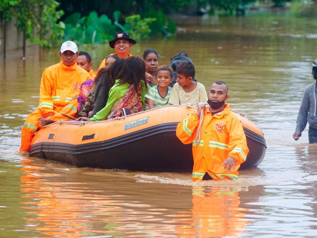 Indonesia death toll reaches 55 from floods, 40 missing