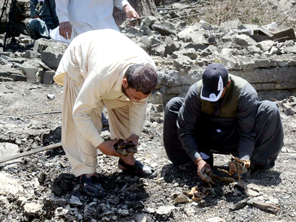 Two children among three killed in cylinder blast