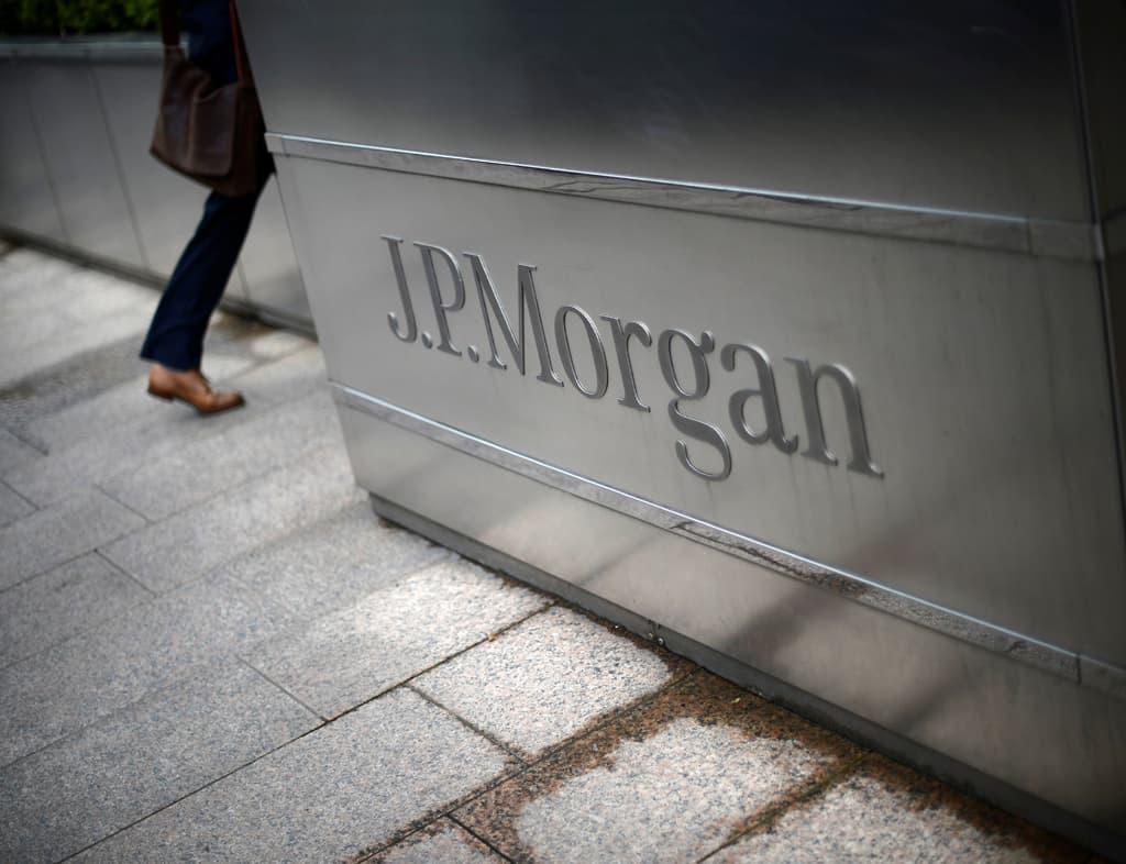 JPMorgan trims exposure to Russian local bonds, rouble on Ukraine tensions