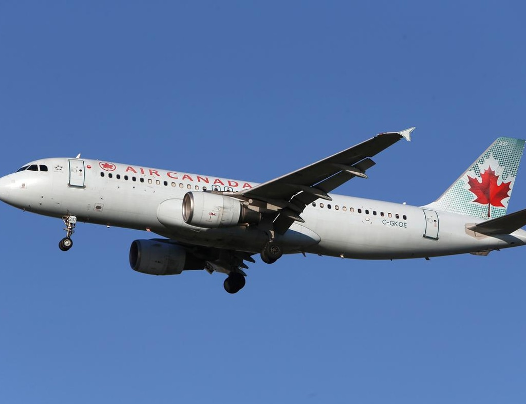 Analysts cut Air Canada's PT after government agrees on equity stake