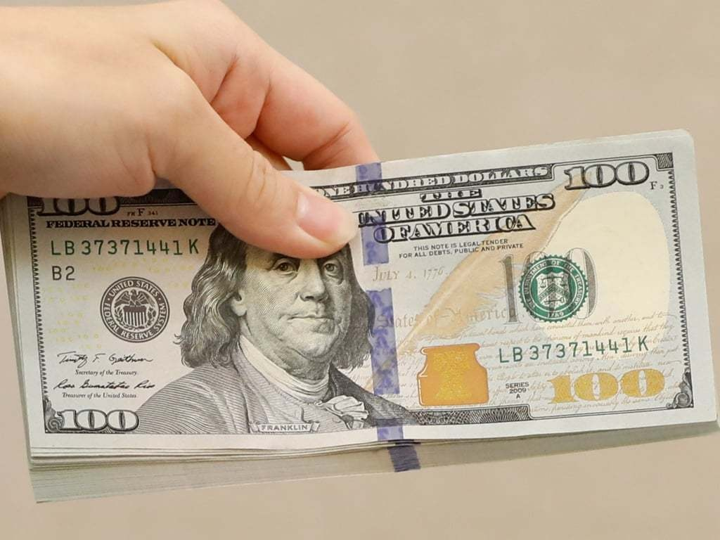 Dollar sets four-week low as Fed's dovish message takes hold