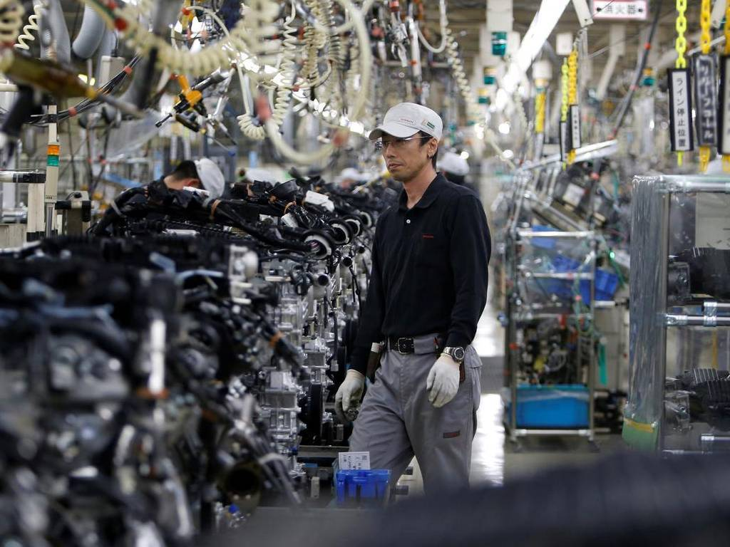 Japan manufacturers' mood hits 2-year high on chip demand