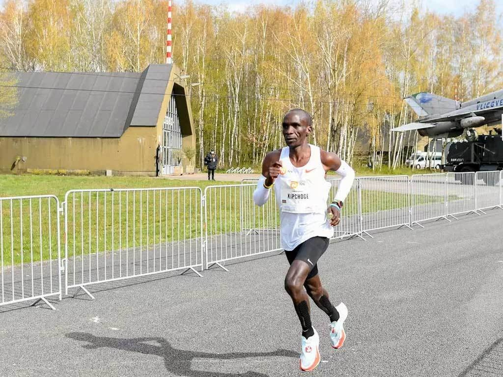 Kipchoge shows Olympic form with Enschede marathon win