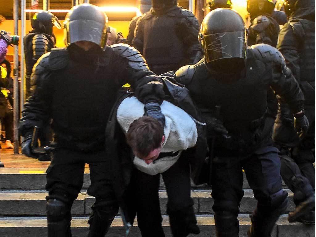 Kremlin downplays pro-Navalny rallies after nearly 1,800 detained