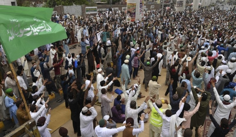 Govt decides to form committee over TLP's plea against party ban