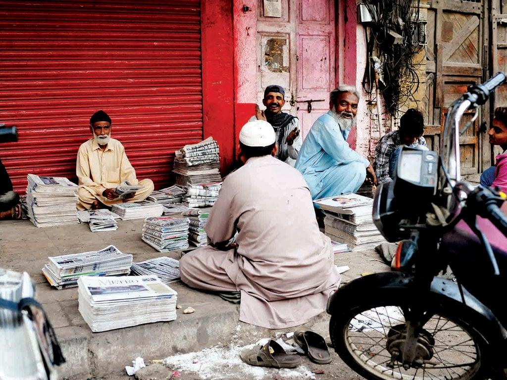 APNS condemns drive against newspaper stalls