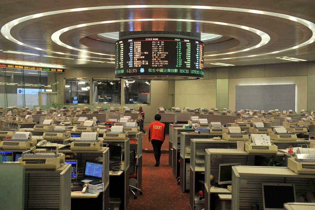 Hong Kong stocks down at lunch