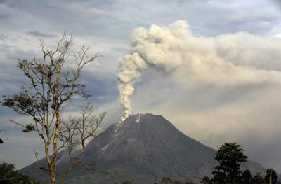 Volcano warning sparks evacuation order, exodus in DR Congo