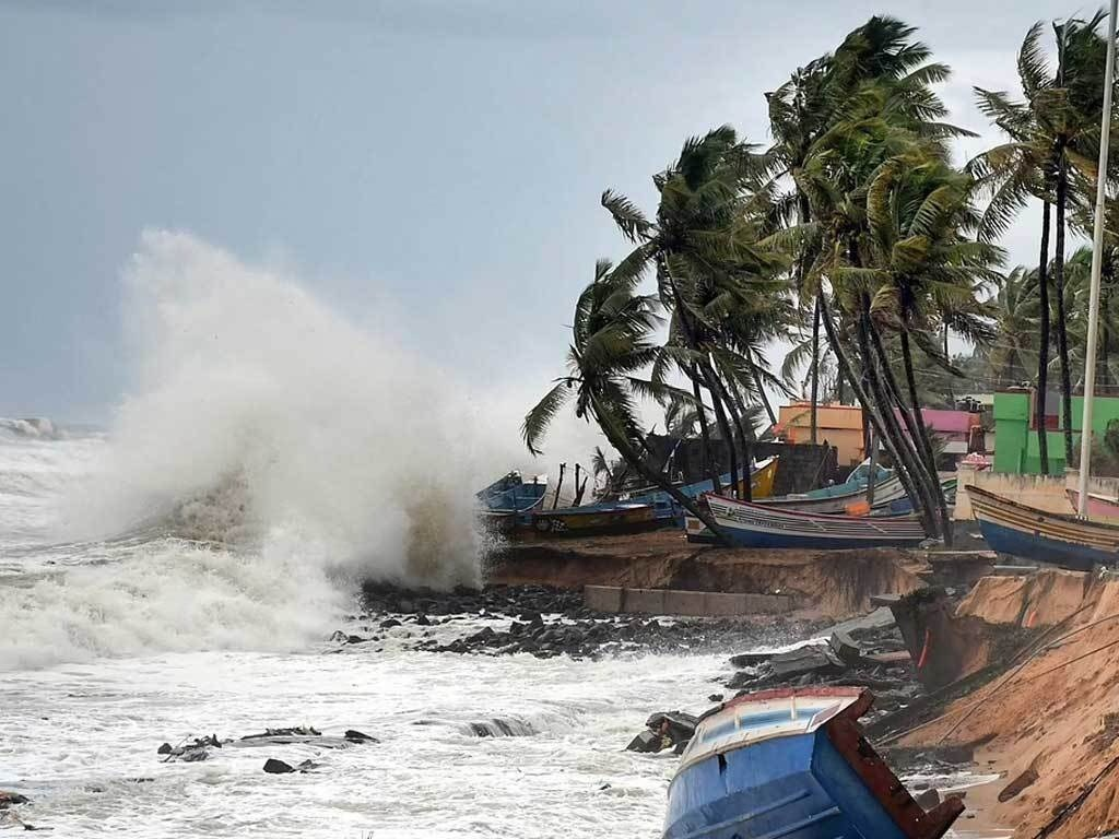 Latest Indian cyclone kills five, thousands homeless