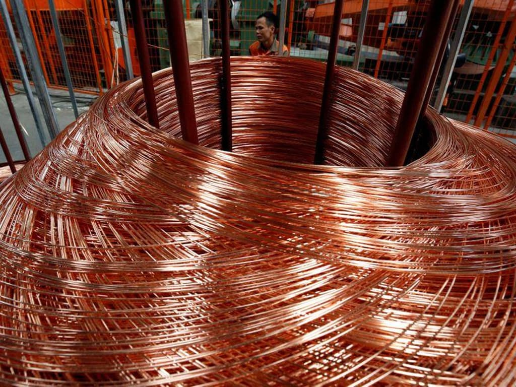 Copper ticks higher, but vulnerable to further losses