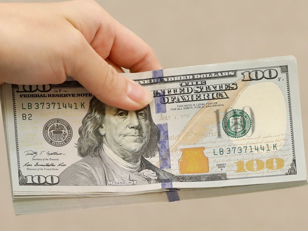 Early trade in New York: Dollar climbs to one-week peak