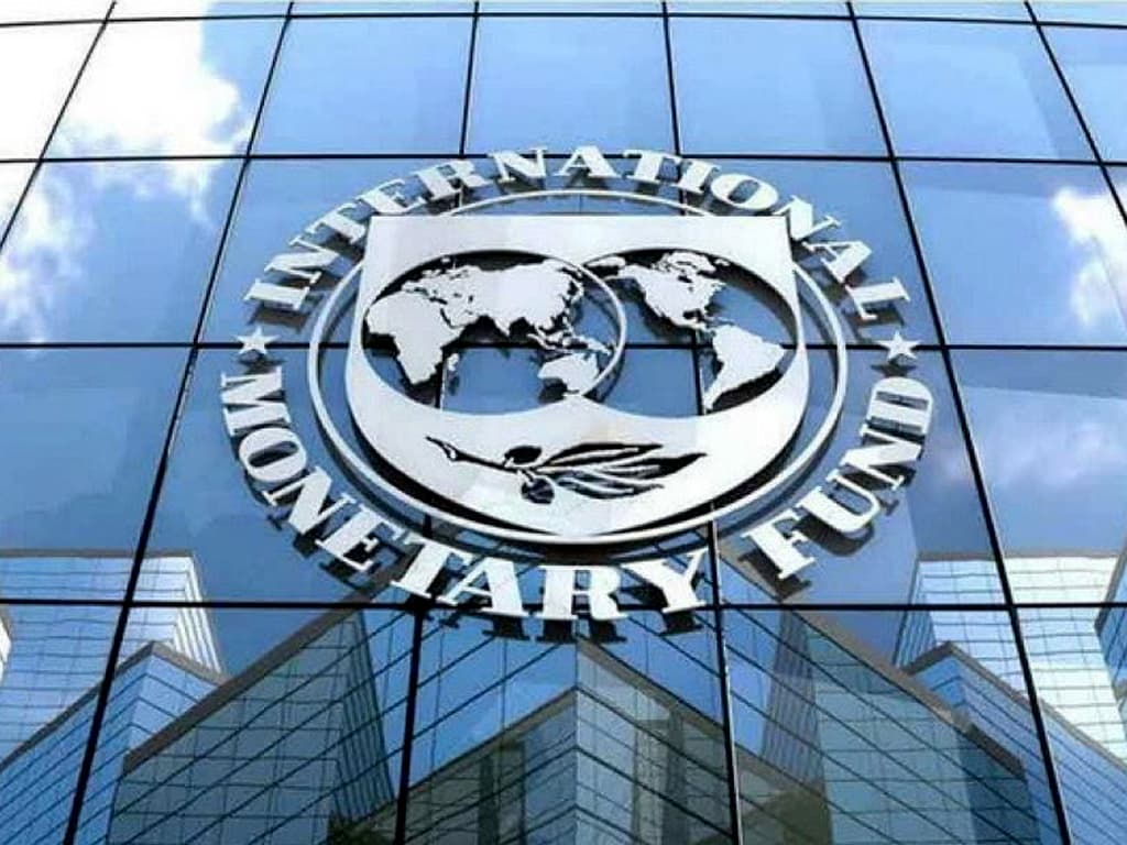 Global economy recovering at uneven pace: IMF