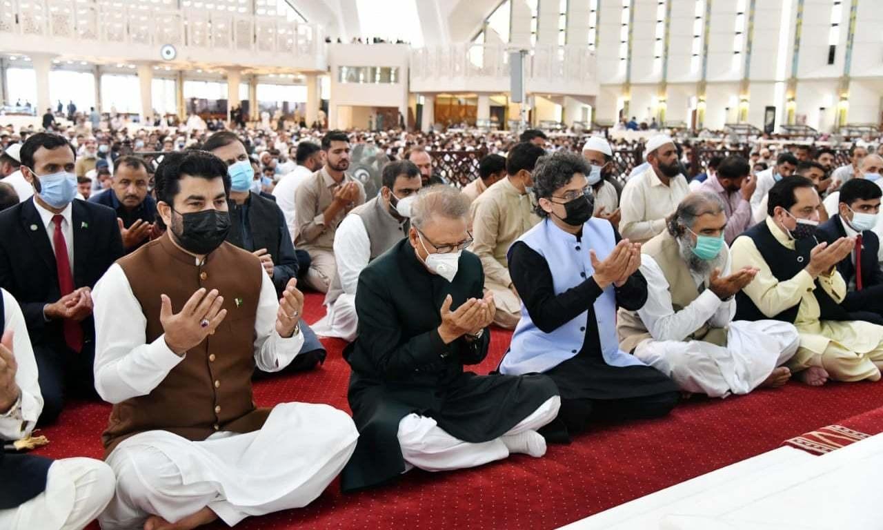 Pakistanis celebrate Eid-ul-Azha in Covid shadow