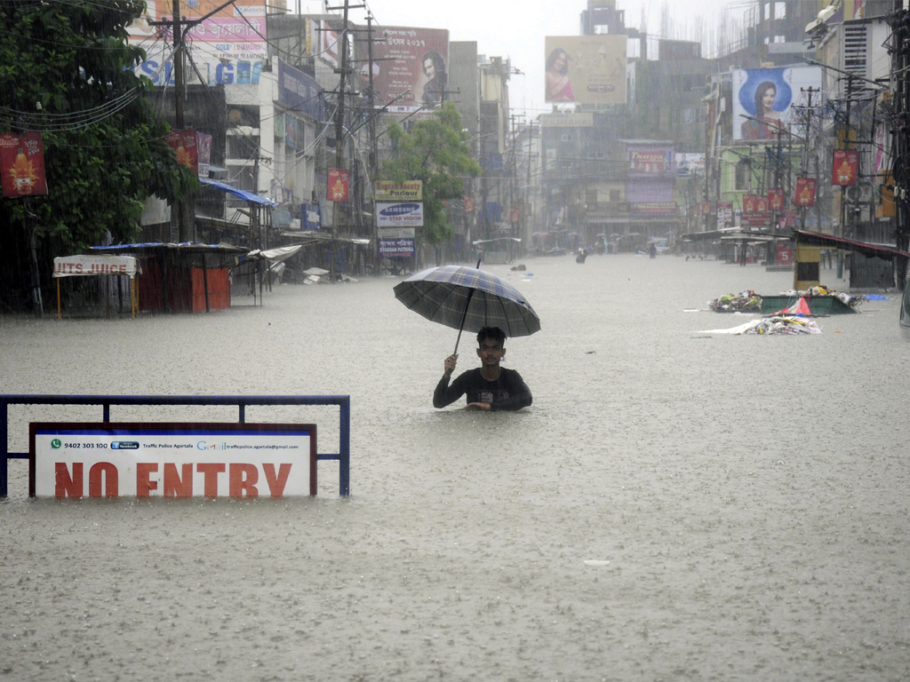 Torrential rains kill over 160 in India, dozens trapped in landslides