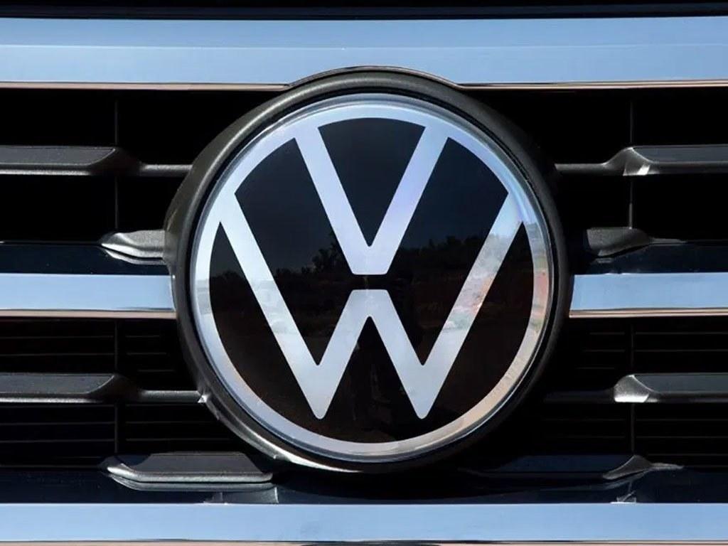 Volkswagen ups margin target again on record earnings