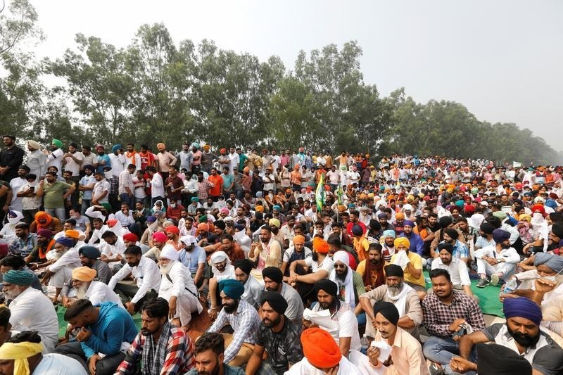 Hundreds of thousands of Indian farmers rally against farm laws