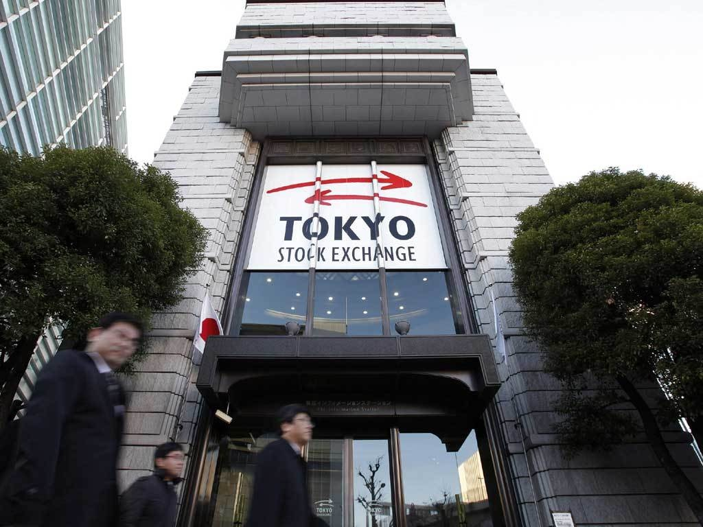 Tokyo stocks close lower, giving up early gains