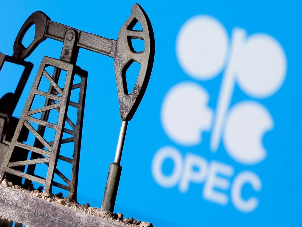 Oil prices rise, as Saudis dismiss supply concerns