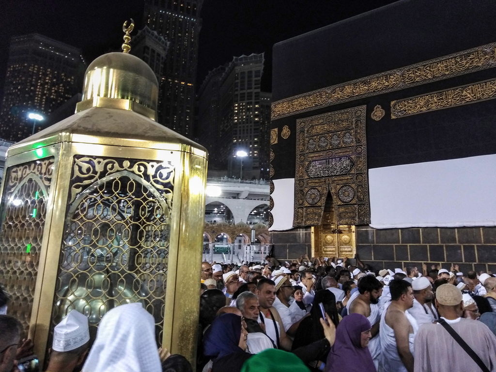 Grand Mosque in Makkah drops social distancing
