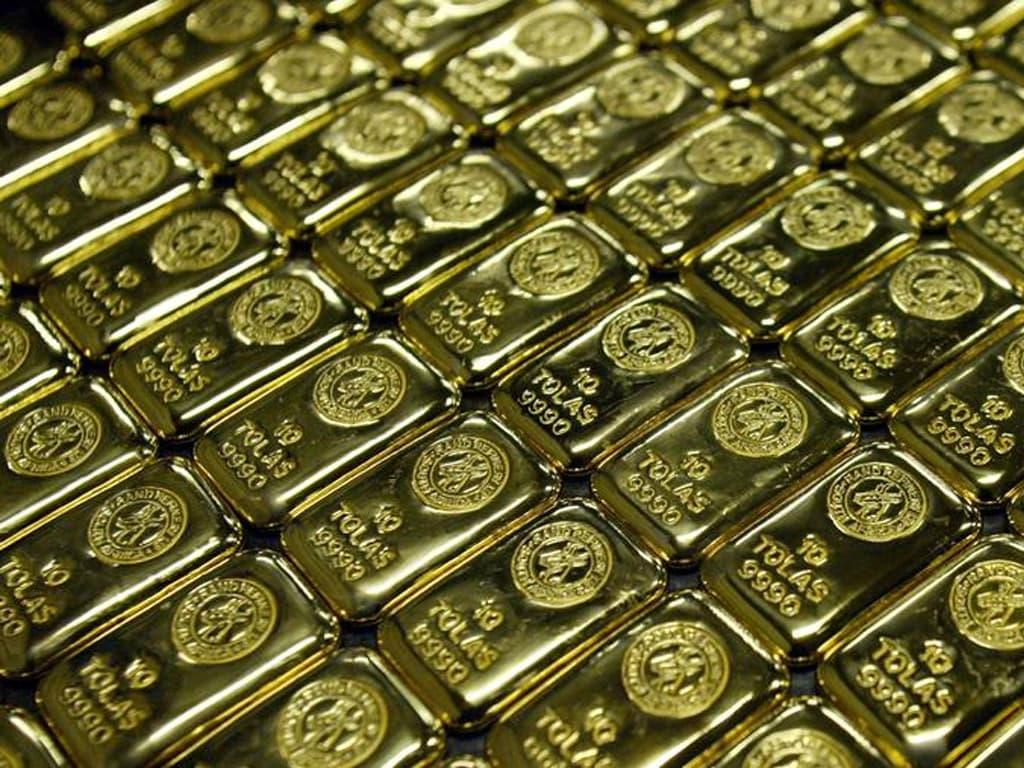 Gold climbs as dollar, Treasury yields weaken