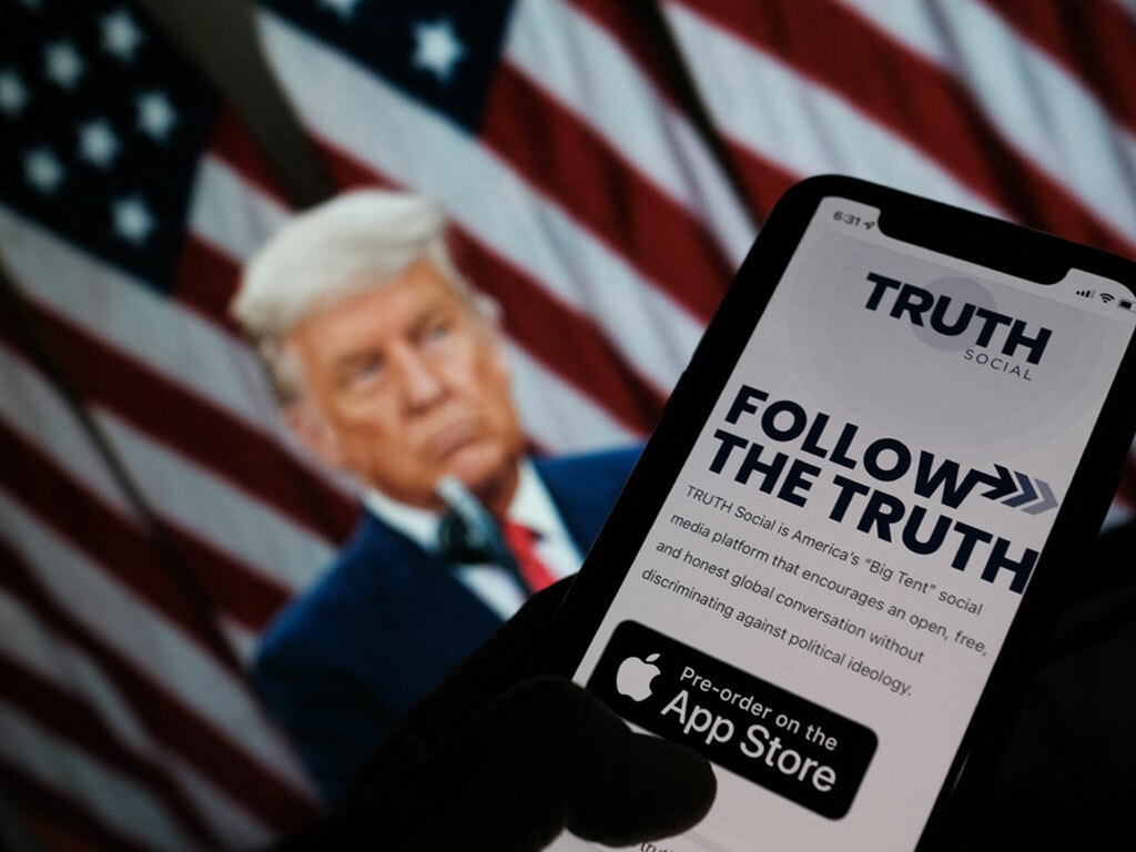 Trump announces plans to launch new social network 'TRUTH Social'