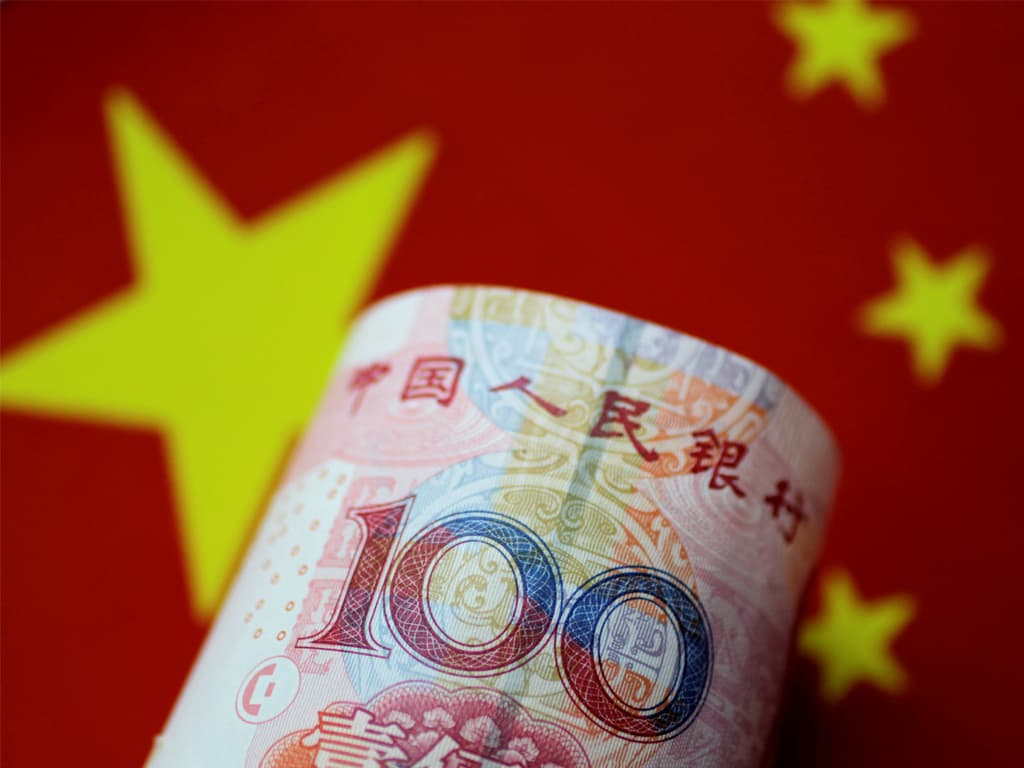 China's yuan hovers at 4-month high as PBOC lifts midpoint above key threshold