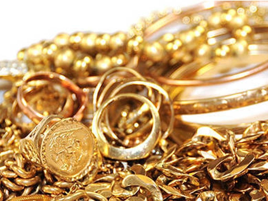US MIDDAY: Gold edges down