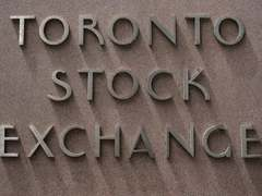 Rising oil prices lift TSX at open