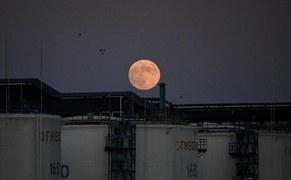 Oil prices slip on demand fears as U.S. virus cases surge