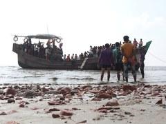 Bangladesh says Rohingya refugees can't leave island
