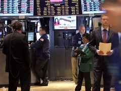 Wall St advances on positive start to earnings, vaccine hopes