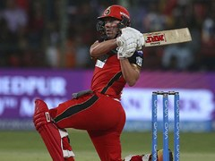 De Villiers hits fifty as Bangalore trump Hyderabad in IPL