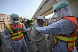 COVID-19 outbreak: Pakistan reports 43 deaths, 2,521 new infections in 24 hours