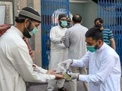 Pakistan reports 1,579 new COVID-19 cases in 24 hours