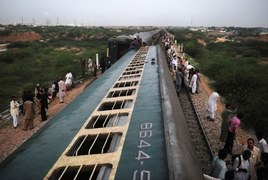 One killed, 30 injured as Karachi Express derails near Rohri