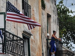 US housing starts race to 15-year high; building permits rise moderately