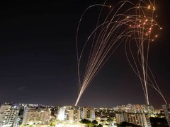 Hamas rockets target Tel Aviv after Israeli raid flattens Gaza tower
