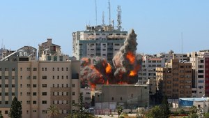Israeli military bombs home of Hamas leader in Gaza as violence escalates