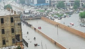Karachi likely to receive heavy rain with strong winds from Monday, predicts PMD