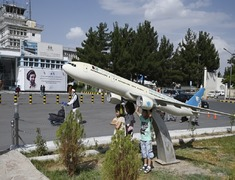 Taliban urge international airlines to resume flights