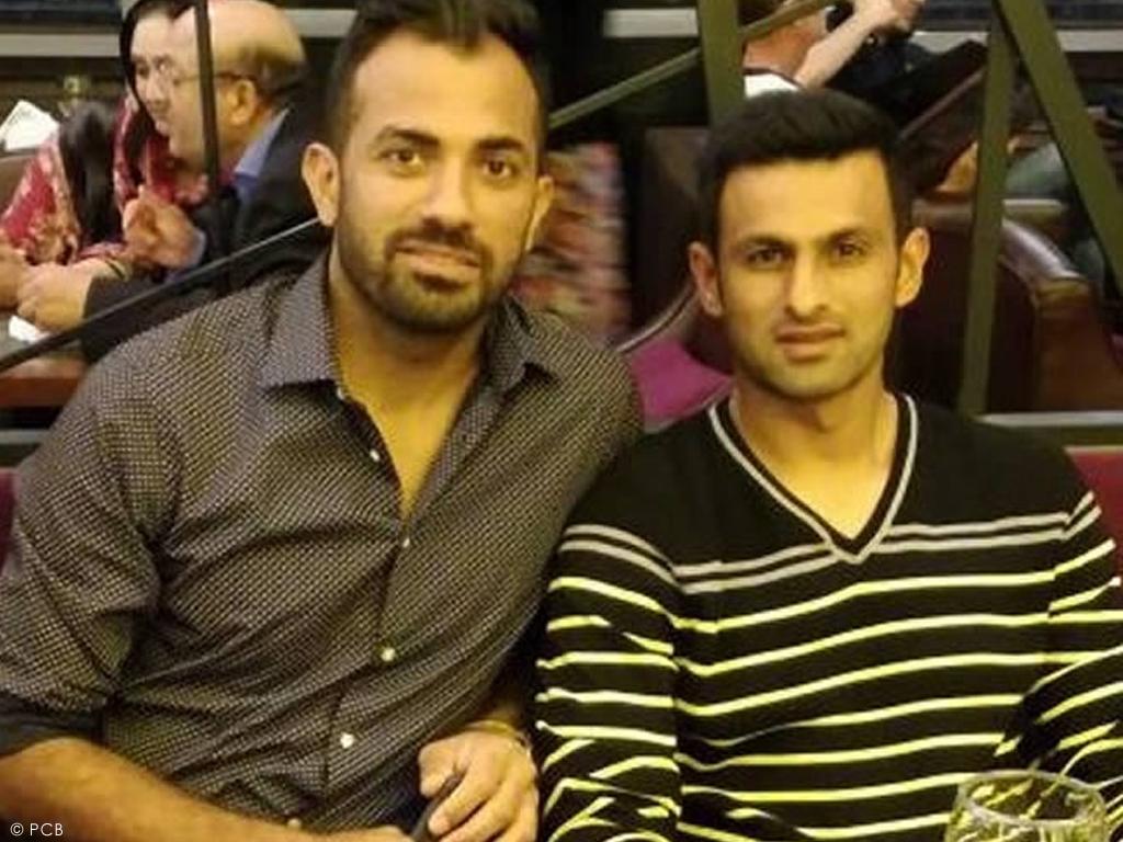 Wahab makes fun of Malik's bag - Sports - Business Recorder