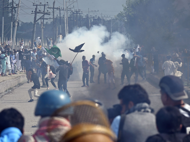 Indian forces arrest 13 Kashmiri youth in Pulwama after attack