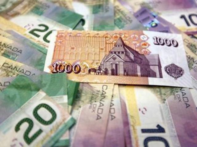 Loonie weakens as global growth fears grip investors