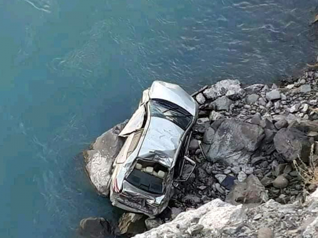 Second lieutenant, family critically injured after their car plunges into river near Gilgit