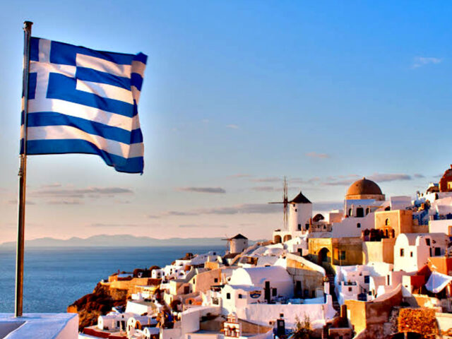 Greece approves controversial migration law