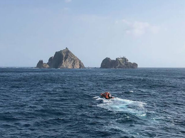 Seven South Koreans missing in helicopter crash near disputed islets